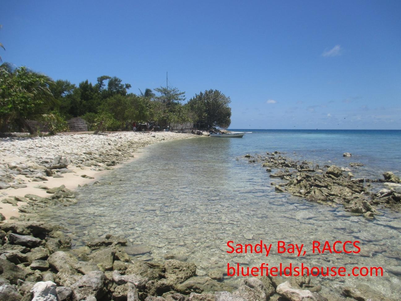 cayos-sandy-bay-2